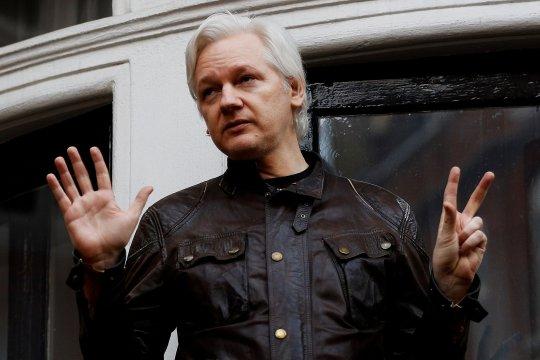 Assange İngiliz polisi tarafından gözaltına alındı