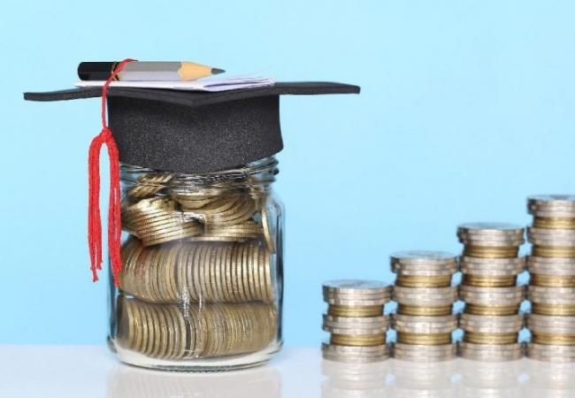 GCE A-Level sonuçlarına göre başarı bursu almaya hak kazanan 15 öğrenci belirlendi