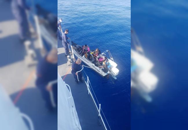 Sahil Güvenlik 13 Göçmeni Türkiye'ye teslim etti