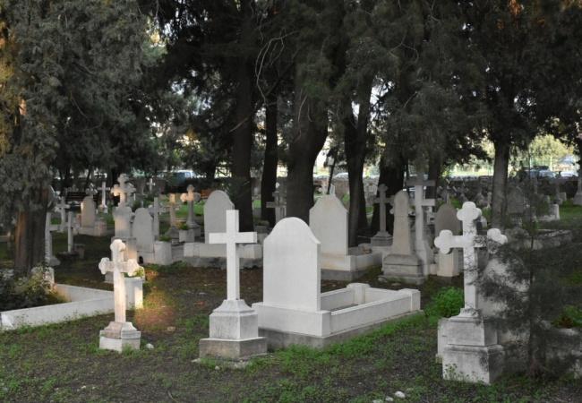Girne Belediyesi, yabancı mezarlığını düzenledi