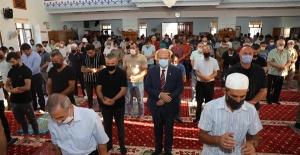 Başbakan Tatar, Bayram Namazını Hz. Ebubekir Camii'nde Kıldı