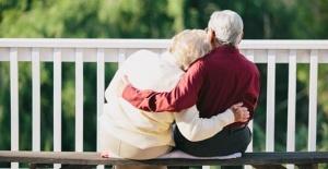 Covid-19  47 yıldır birlikte olan çifti ayırdı