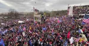 Göstericiler Kongre binasını bastı